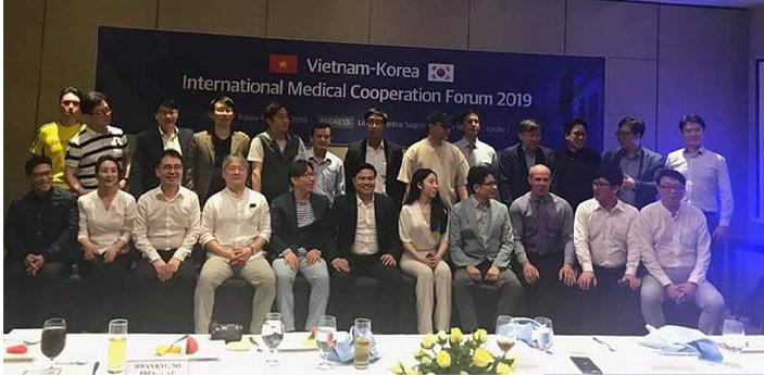 Đội ngũ bác sĩ Gangwhoo đi báo cáo tại Hàn Quốc